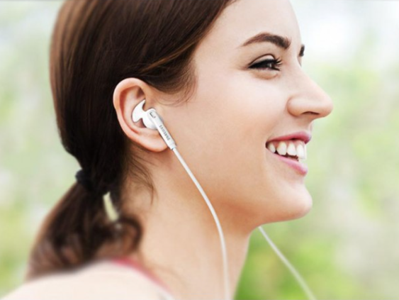 Cách đeo tai nghe nhét trong Samsung